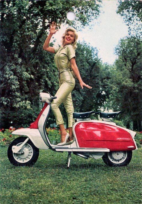 Lambretta สีแดง