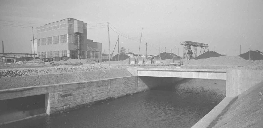 แม่น้ำ lambretta ไหลผ่านโรงงาน