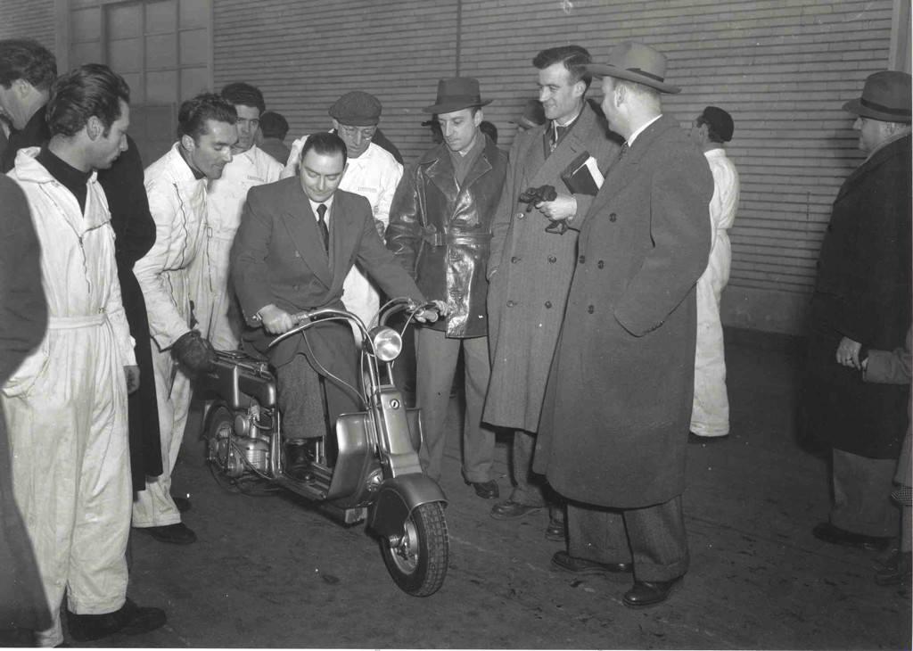 1947 รถ Lambretta ได้เปิดตัวมาพร้อมกับเบาะนั่งสำหรับคนซ้อน